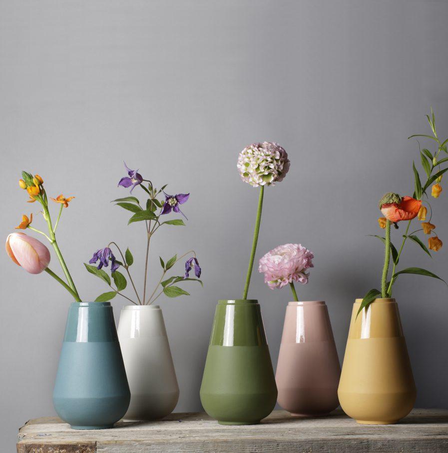 My Fair Lady vazen in diverse kleuren, ontwerp Fenna Oosterhoff, foto: Louise te Poele
