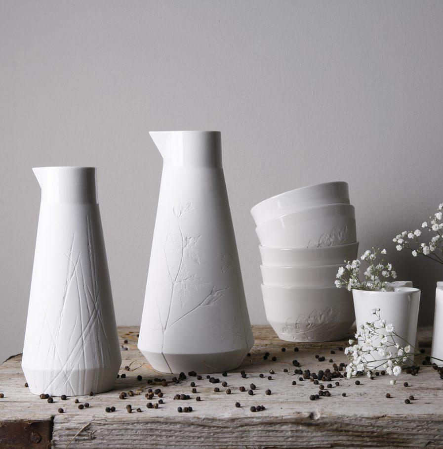 Karaffen, kopjes en kommen met plantafdrukken door Fenna Oosterhoff