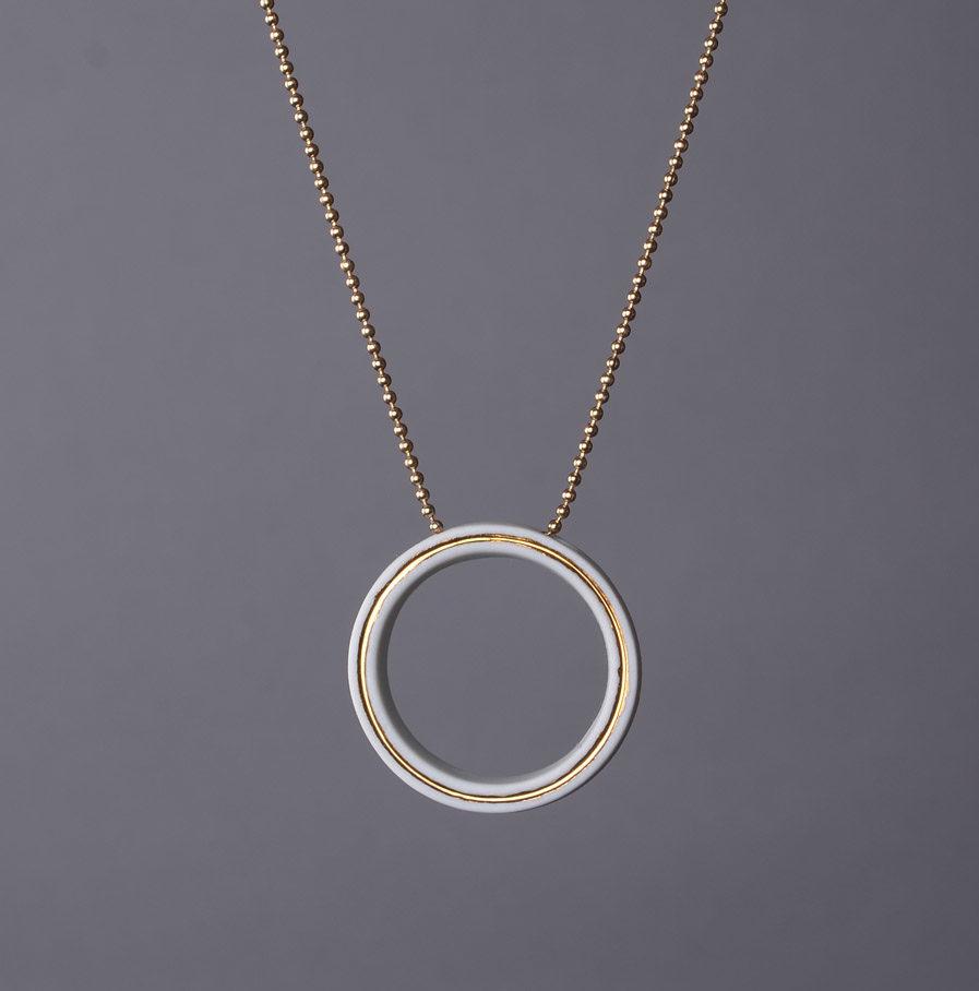 Geometrics Circle ketting wit met gouden ketting