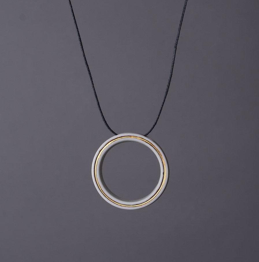 Geometrics Circle ketting wit met waxkoord