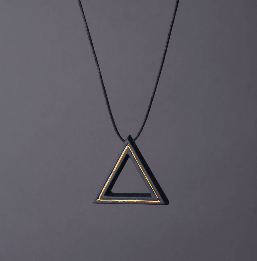 Geometrics Triangle ketting zwart met waxkoord