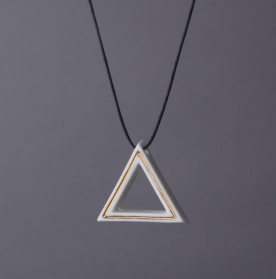 Geometrics Triangle ketting wit met waxkoord