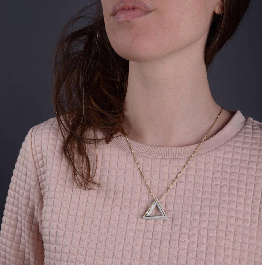 Geometrics Triangle ketting wit met gouden ketting