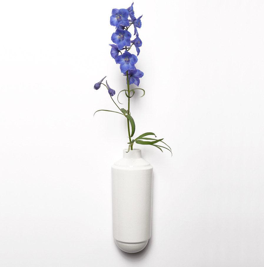 Wandvaas Flora van wit porselein, Suspense Wandcollectie