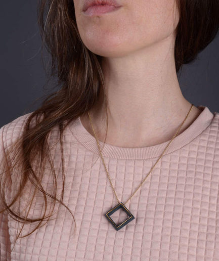 Geometrics Square ketting zwart met gouden ketting